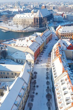 Ostrów Tumski zimą - widok z Katedry