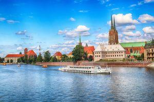Barki turystyczne po Odrze we Wrocławiu