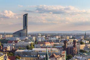 Panorama Wrocławia ze Sky Towerem w tle