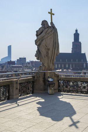 Rzeźba i panorama miasta - Wieża Matematyczna UWr