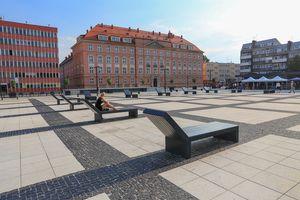 Leżanki na Pl. Nowy Targ we Wrocławiu